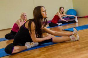Обучаем взрослых стретчингу